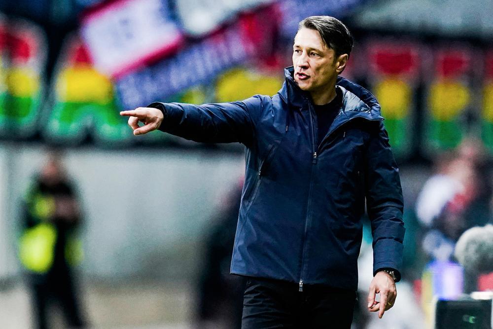 Niko Kovac donne des consignes à ses joueurs