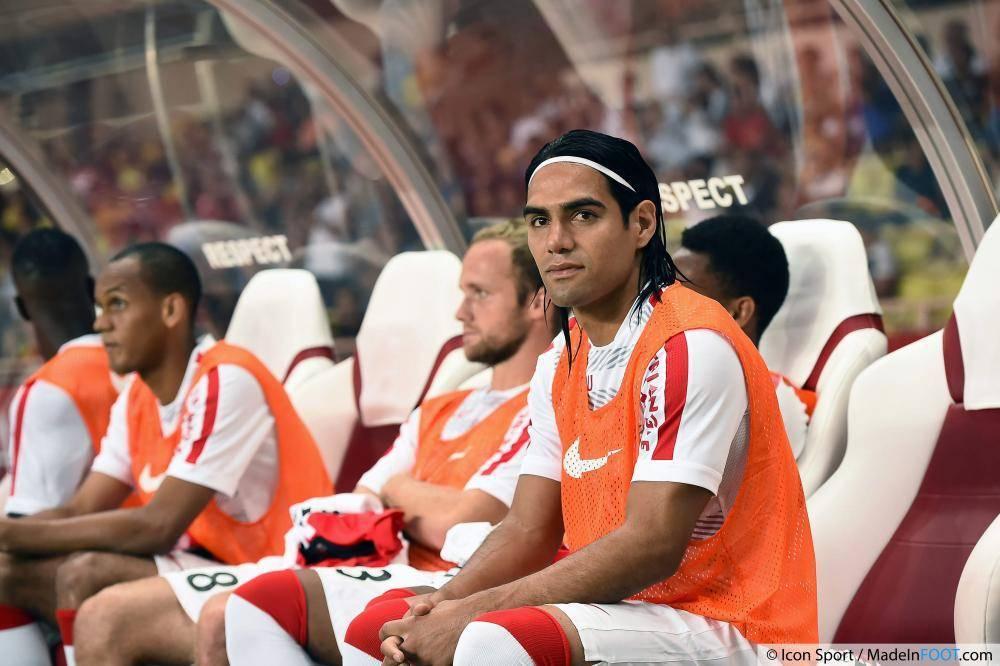 Radamel Falcao a quitté ses coéquipiers juste avant la fin de la première mi-temps