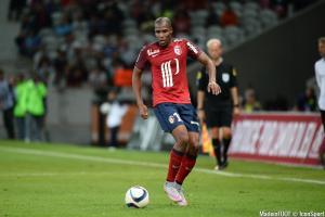 Djibril Sidibé pourrait atterrir en Premier League.
