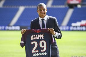 Le transfert de Mbappé au PSG reste en travers de la gorge de Florentino Perez.