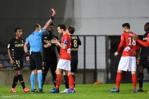Gelson Martins (AS Monaco), ici à gauche, lors du match face au Nîmes Olympique qui a entraîné sa longue suspension.