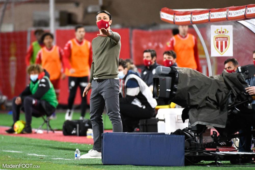 Kovac donnant des consignes à ses joueurs